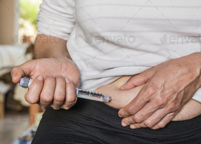 Woman with diabetes will prick insulin in the belly, image coceptual