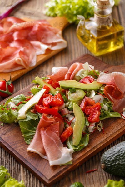 Green salad with thin slices of ham