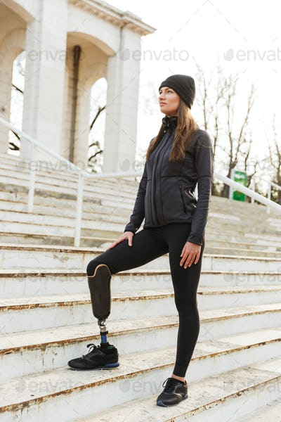 Photo of caucasian disabled woman in sportswear with prosthetic