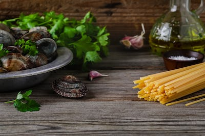 Ingredients with seafood clams for Spaghetti alle Vongole pasta.