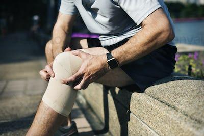 Elderly man having a knee injury