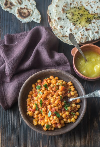 Bowl of chana masala with flatbread