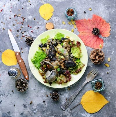 Vegetarian salad with mushrooms