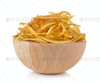 slice Fingerroot, Kaempfer, Boesenbergia in twe wood bowl on whi