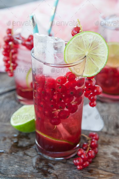 Cocktail with red currants