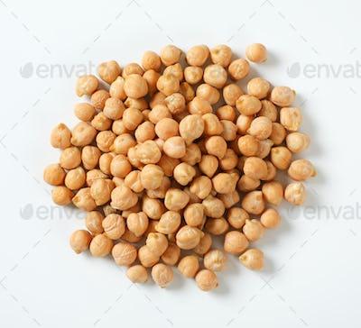 raw dried chickpeas