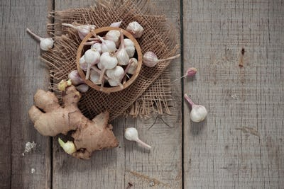 garlic and ginger on wooden