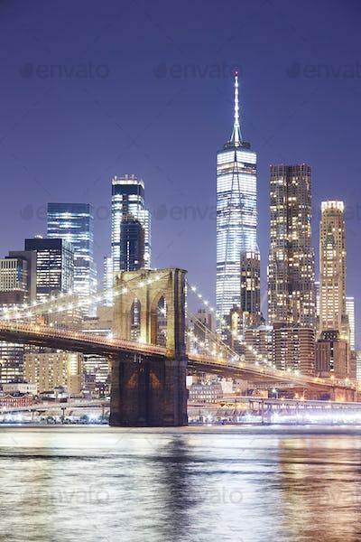 Brooklyn Bridge and Manhattan skyline at night, NY.