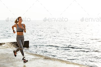 Amazing disabled sports woman running