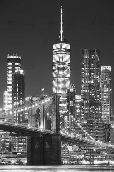 Brooklyn Bridge and Manhattan at night, New York.