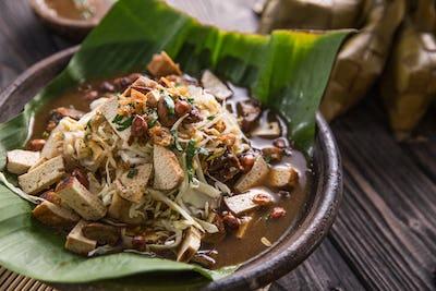 kupat tahu traditional food