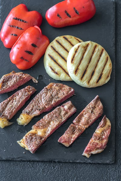 1Grilled beef steak with bell peppers and cheese