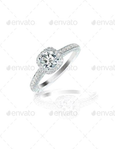 Diamond solitaire engagement wedding ring round brilliant