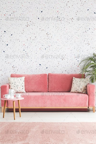 Pillows on pink sofa against lastrico wallpaper in living room i