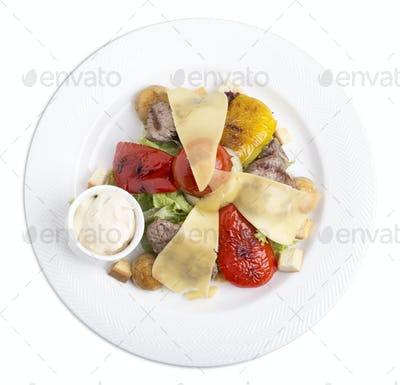 Warm veal salad with vegetables.