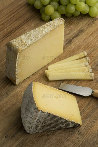 French Tomme de Montagne and Cantal cheese