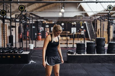 Fit young woman getting focused for a gym a workout