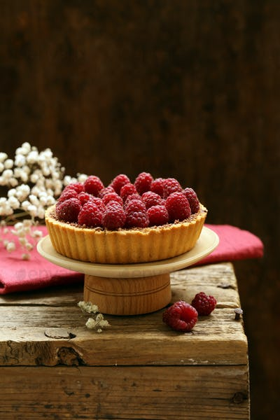 Pie Tart with Fresh Raspberries