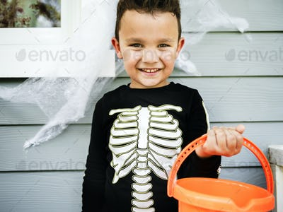 Little boy dressed up as a skelleton