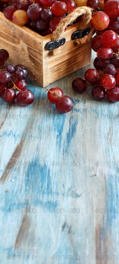 Grapes in a wooden box