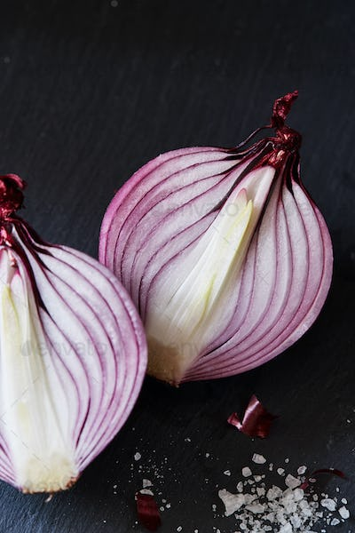 Sliced red spanish onion with and sea salt