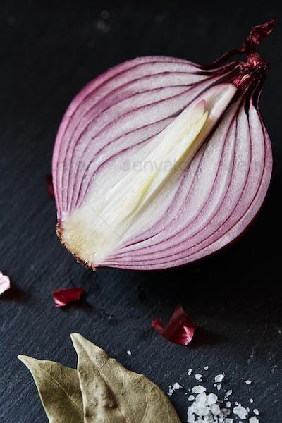 Sliced red spanish onion with bay leaf and sea salt