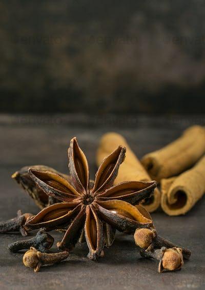 Aniseed star, cinnamon sticks and cloves