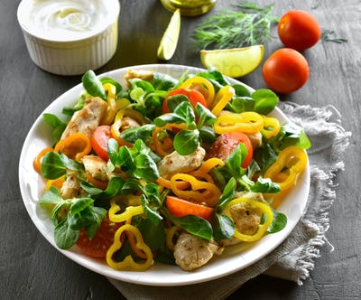 Healthy chicken salad with vegetables