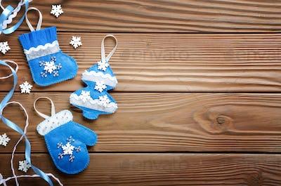 Handmade rustic felt Christmas tree decorations flat laying on w