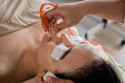 blackhead suction treatment at spa salon