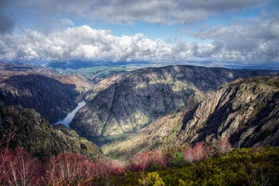 The granitic canyon of the Sil river
