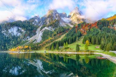 Beautiful view of idyllic colorful autumn scenery in Gosausee la