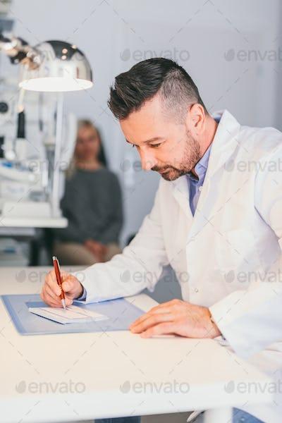 Optician perscribing a treatment for a woman.
