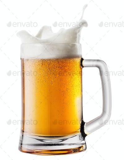 Splash foam in mug with beer