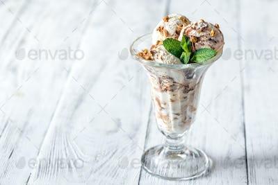 Vanilla-chocolate ice cream in a sundae glass