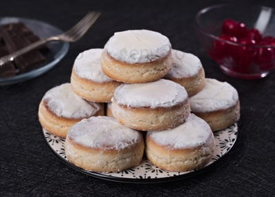 group of shortbreads in porcelain dish