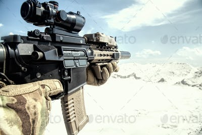 Airsoft assault rifle replica with optical sight