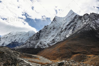 Chukhung valley views from Chukhung valley