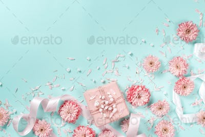 Flowers composition with flowers and gift box
