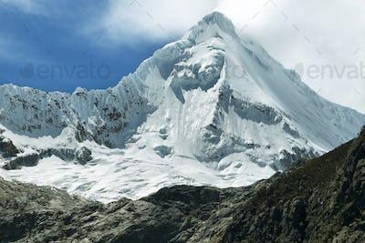 Artesonraju peak (6025m)