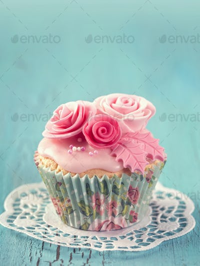 Cupcakes with pink flowers