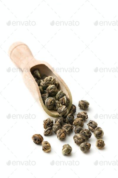 dry leaves of green tea
