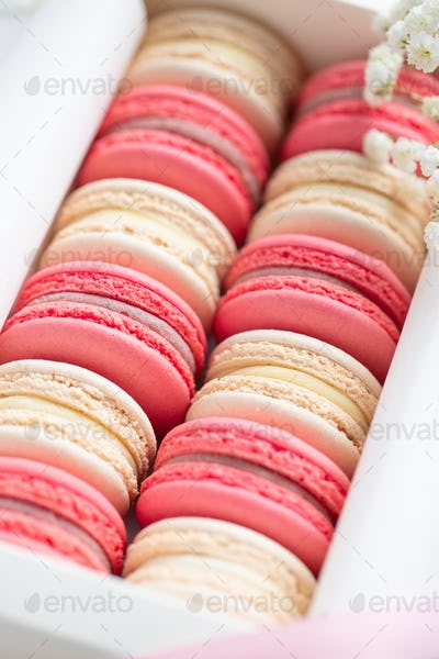 Coral and beige cakes macarons