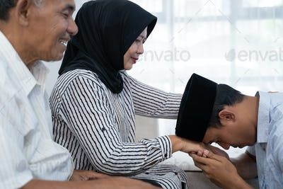asian muslim shake hand tradition