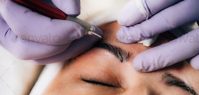 Beauty Salon – Microblading Eyebrows