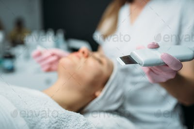 Getting rid of wrinkles in cosmetology clinic