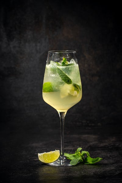 Hugo prosecco with ice and lime