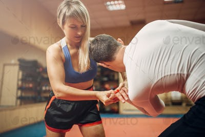 Painful grip of the hand, female self-defense