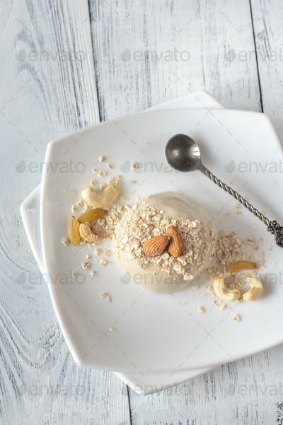 Organic oat dessert with vanilla