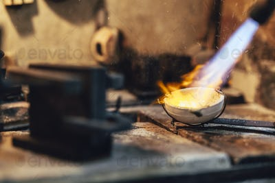 Goldsmith melting metal